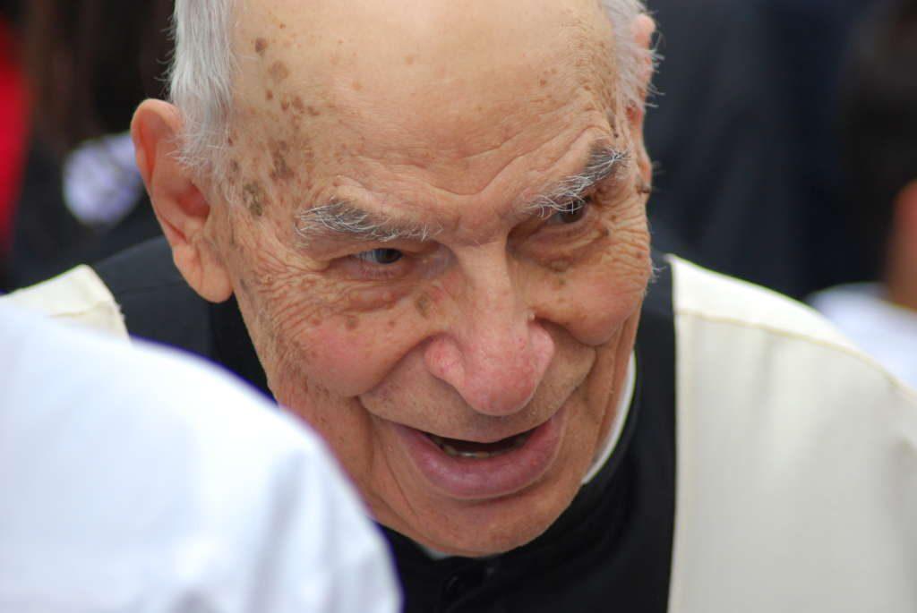 Biancavilla 75 anni sacerdozio padre brancato yvii 24 for Motta arredi ragalna