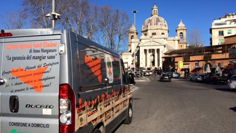 Porta a porta a Roma: le arance siciliane si vendono così