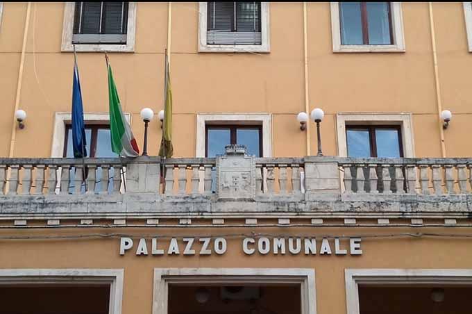 Biancavilla. Assistenza disabili, sindaco Bonanno replica: «Nessun taglio». Controreplica: «Falso»