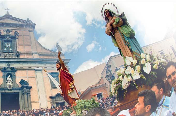 """Immagine tratta dal libro """"Pasqua tra la gente dell'Etna – I riti di Biancavilla"""" a cura di Vincenzo Ventura"""