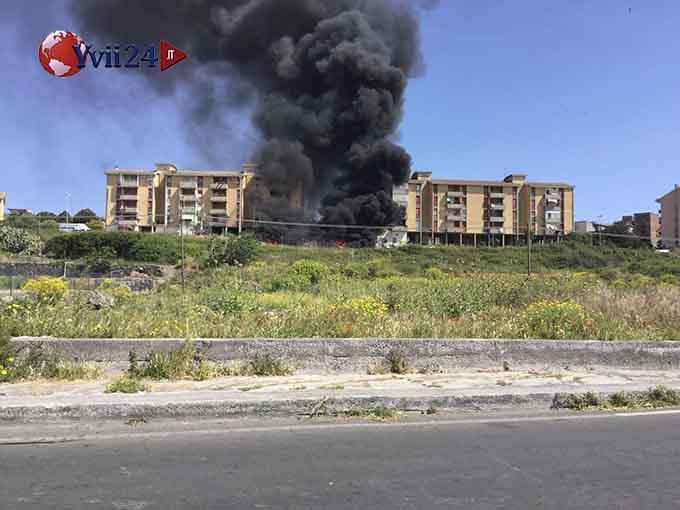 Adrano grosso incendio di spazzatura in Contrada Capici
