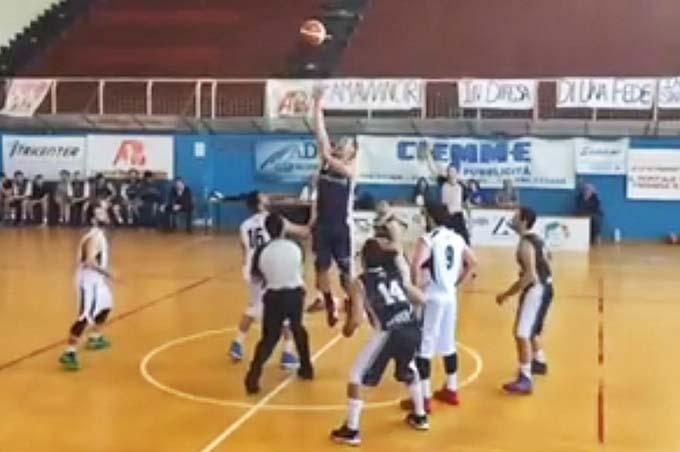 Basket Finale playoff Serie D: in un Palatracuzzi chiuso al pubblico sfuma il sogno dell'Adrano Basket
