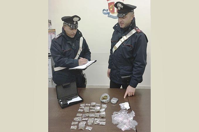 Paternò, arrestato spacciatore 23enne