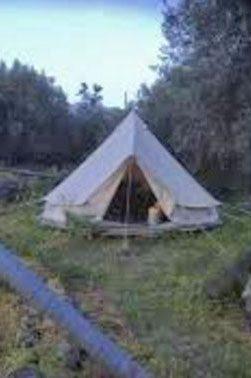 La tenda in cui viveva il cittadino svizzero rinvenuto cadavere