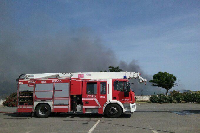 Paternò, incendio nei pressi del pozzo di Currone