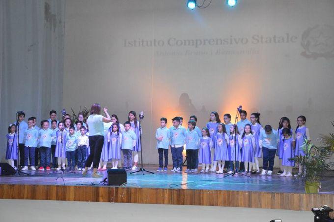 """Biancavilla, esibizione di fine anno della scuola A. Bruno al teatro """"La Fenice"""""""