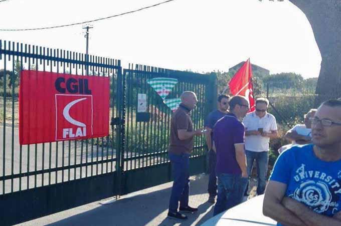 Consorzio di Bonifica 9, prosegue la protesta a Sferro. Domani sindacati incontrano Assessore all'Agricoltura Cracolici