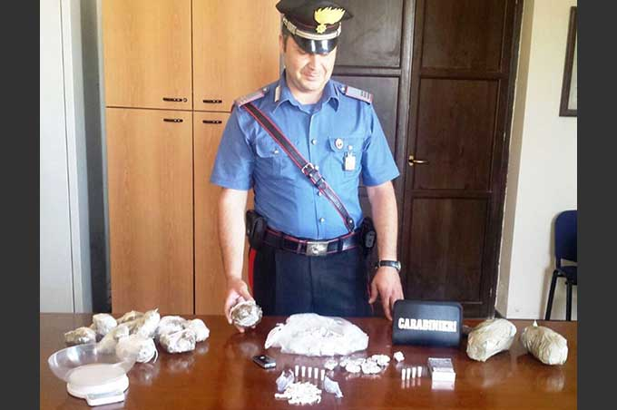 Catania, market della droga in casa. Un arresto