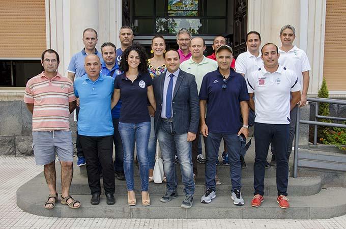 Il consigliere Salvo Pappalardo insieme ai rappresentanti delle società sportive