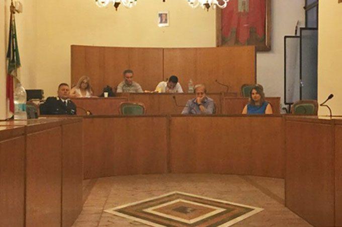 Santa Maria di Licodia, Gurgone ribatte a Contarino: «Non può scegliere se convocare o meno la commissione, è obbligato a farlo»
