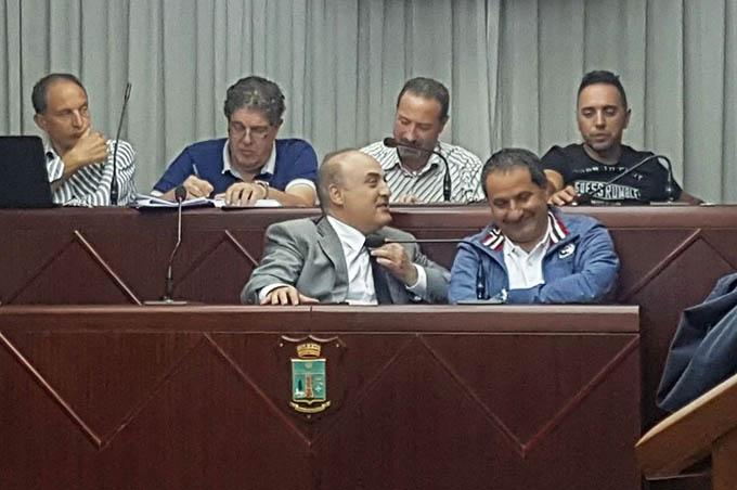 Biancavilla, il Consiglio comunale respinge la sfiducia al Presidente Cantarella