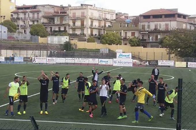 Calcio, colpo del Biancavilla in Eccellenza B: 2-0 alla capolista San Pio X
