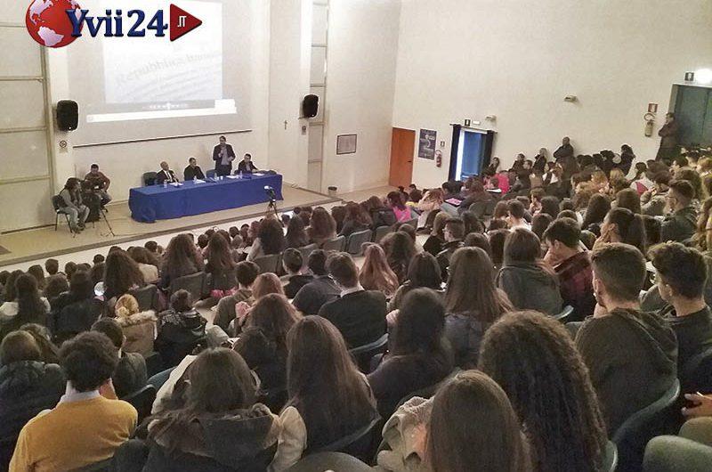 """Adrano, al Liceo """"Verga"""" incontro-scontro sul referendum"""