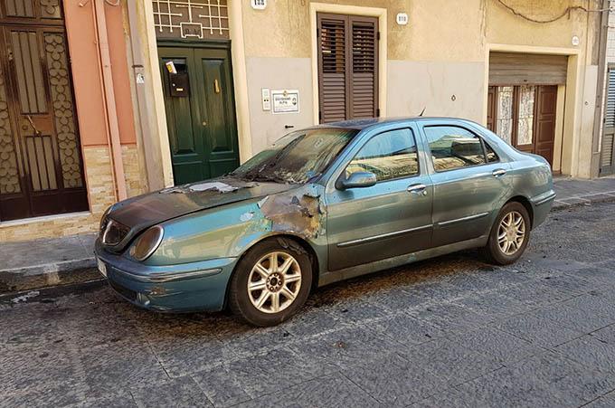 Biancavilla, auto in fiamme ieri sera in via Tutte Grazie