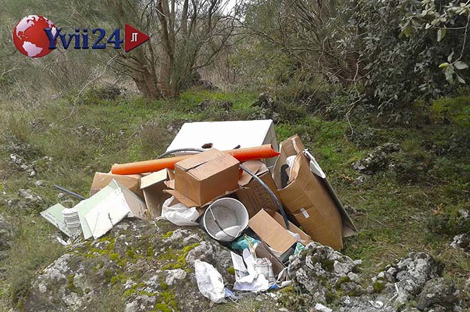 Lo scarico di materiale derivante dall'installazione di una caldaia contenente la polizza assicurativa che ha permesso di risalire all'idraulico sanzionato