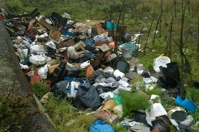 Belpasso, multa di 1800 euro per sversamento abusivo di rifiuti