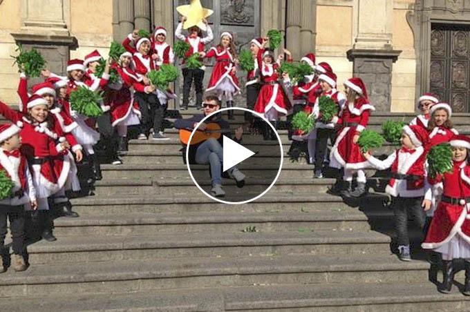 """""""Eccolo qua il Natale"""" Auguri da Yvii24"""