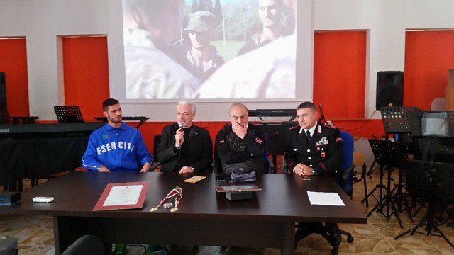 Biancavilla, gli alunni della scuola media Sturzo accolgono l'atleta Alfio Castelli