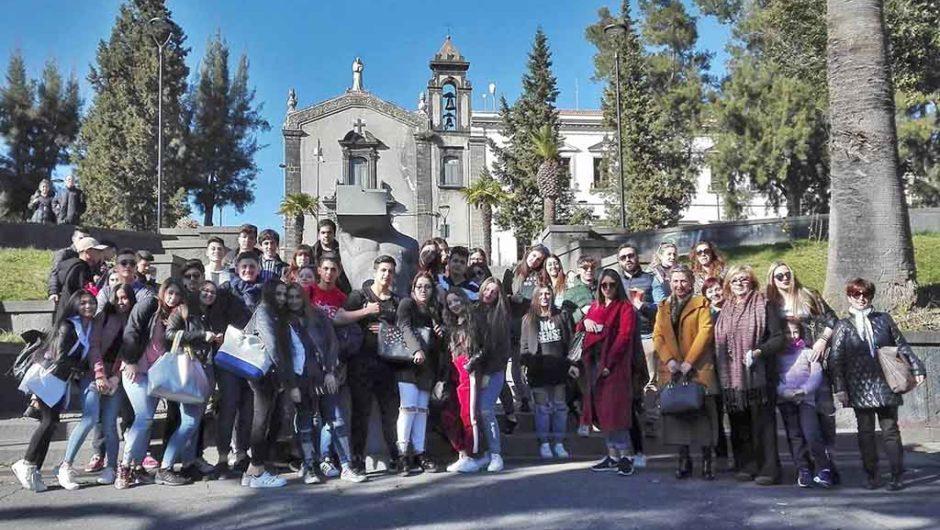 """Belpasso, studenti da Messina a lezione di """"differenziata"""""""