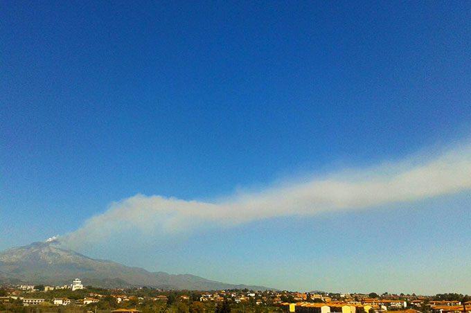 Etna, cenere su Catania: chiuso Fontanarossa. Prosegue attività eruttiva