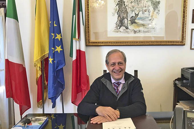 """Santa Maria di Licodia. """"Lifting"""" stradale per il Giro d'Italia"""