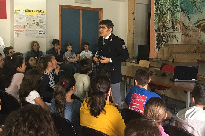 Santa Maria di Licodia, incontro tra alunni e Polizia Postale
