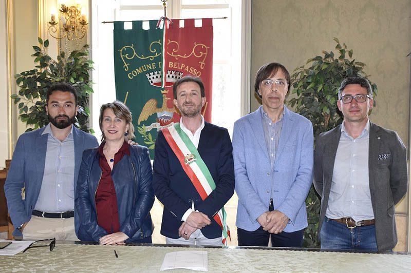 Da sinistra gli assessori Di Mauro, Manitta, Distefano, Guglielmino. Al centro il sindaco Caputo