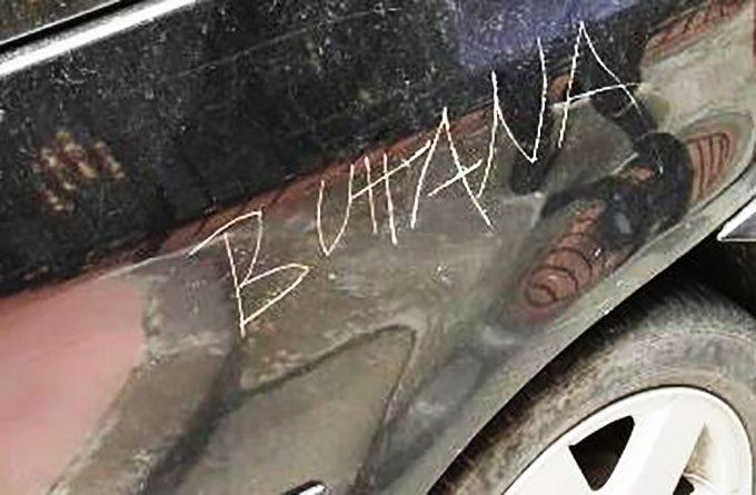 """""""B…"""" sull'auto della rivale: denunciate per diffamazione 4 ragazze di Maniace"""