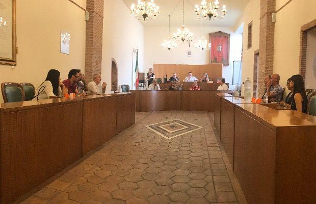 Santa Maria di Licodia, il Consiglio si arena sulla questione strisce blu