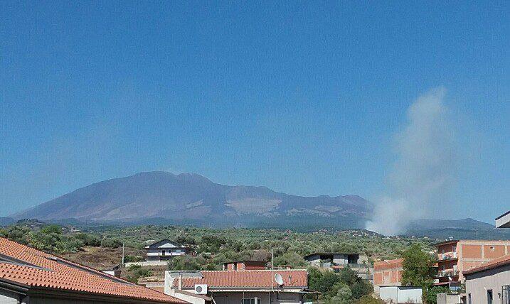 Biancavilla e Adrano, incendi nel territorio del Parco dell'Etna