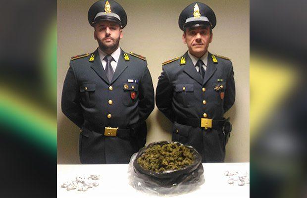 Paternò. Oltre mezzo chilo di marijuana occultata in un cantiere: in manette due giovani