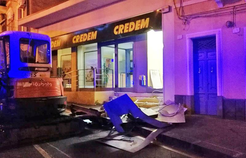 Adrano, furto del bancomat al Credem