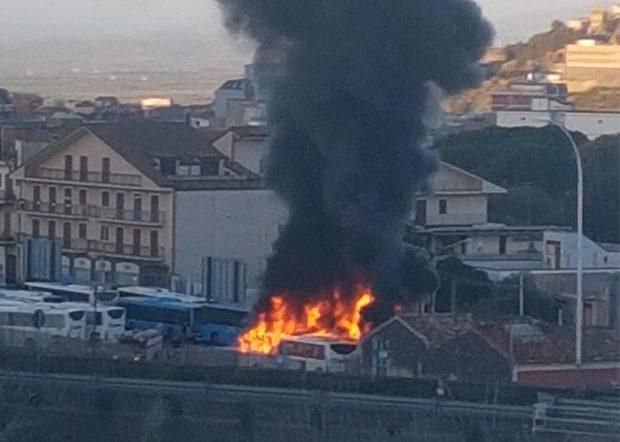 Paternò, in fumo tre bus della Ferrovia Circumetnea