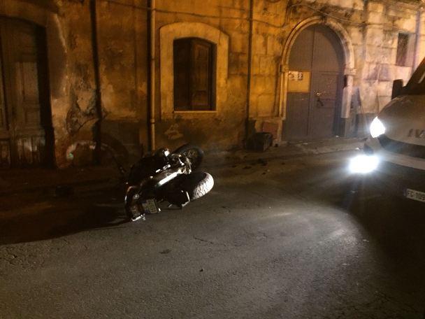 Adrano, incidente in via Vittorio Emanuele