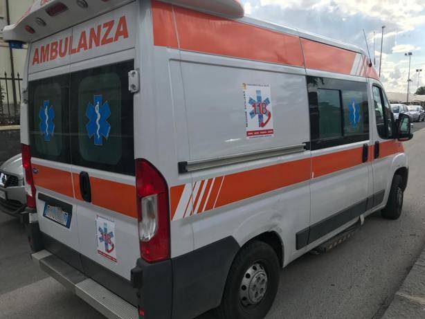 Ss284. Biancavillese accusa malore durante la guida. Trasportato in codice rosso al Cannizzaro