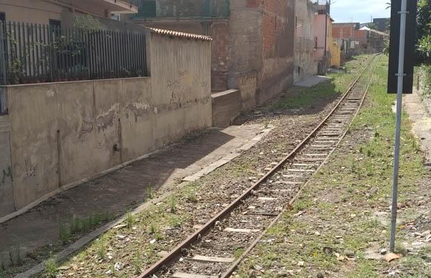 Biancavilla, pulizia straordinaria della vecchia linea ferrata