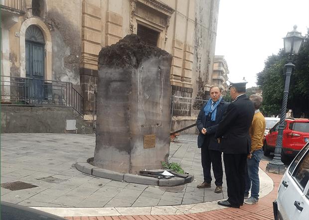 Paternò. Distrutta stele commemorativa di San Giovanni Paolo II