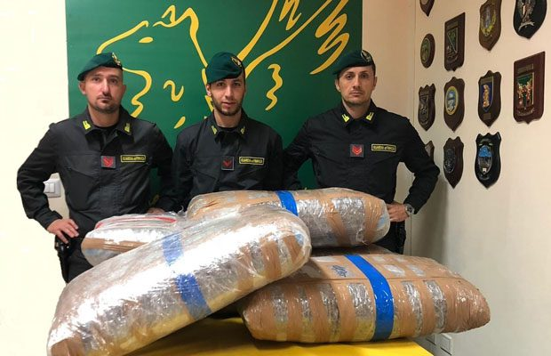 Belpasso. Sequestrati 140 chili di marijuana, 2 arresti
