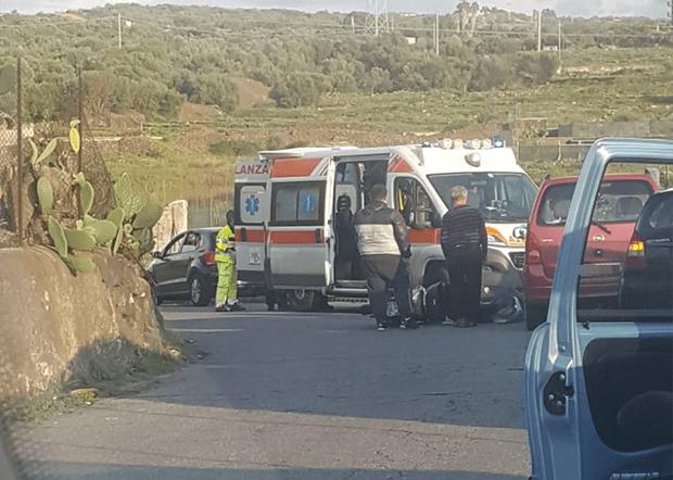 Paternò. Incidente frontale auto-scooter sulla Sp 229/II