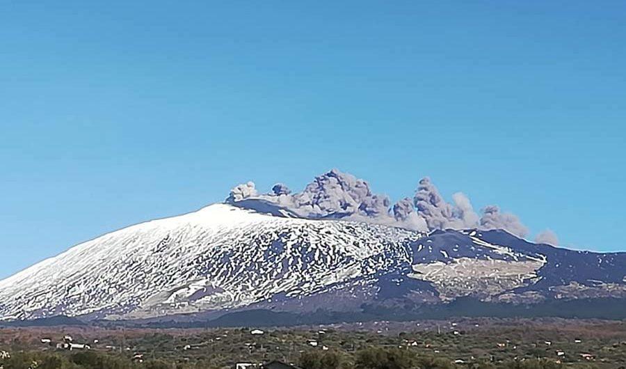 Etna. Dopo lo sciame sismico al via l'attività eruttiva