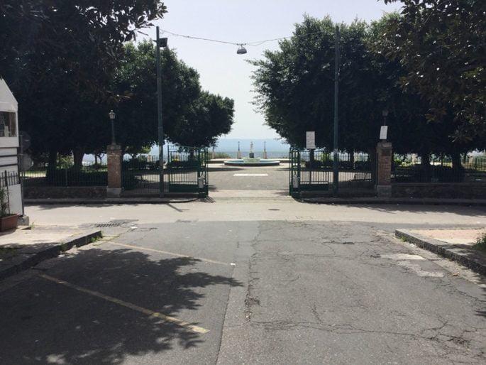 Santa Maria di Licodia. Reportage di un devasto alla villa comunale