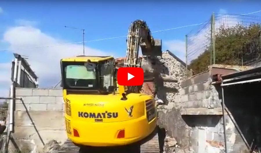 Adrano. Demolito immobile in territorio del Parco dell'Etna