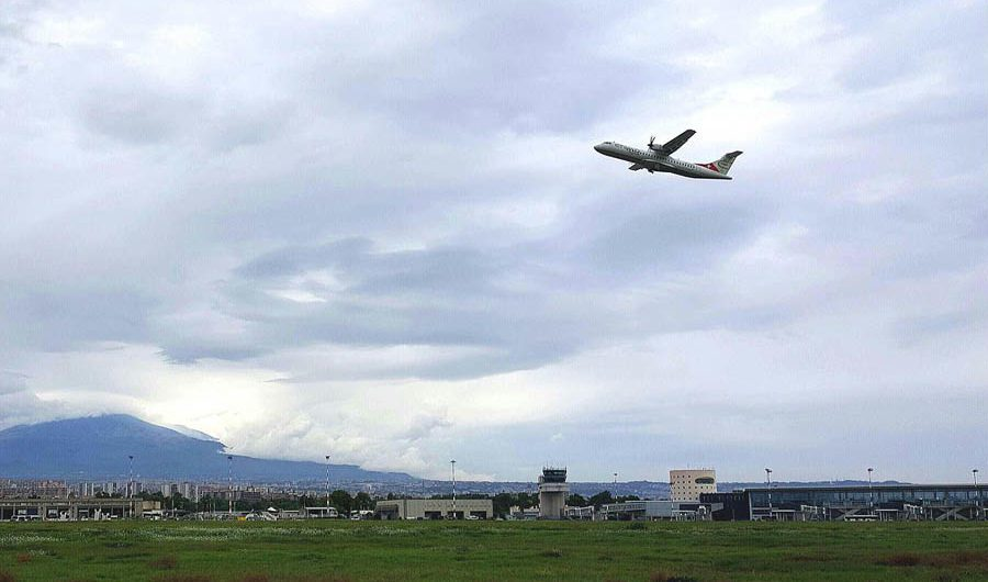 Catania. Riaperto l'aeroporto dopo l'emissione di cenere dell'Etna