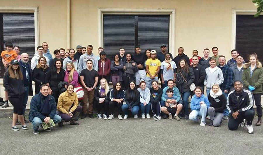Belpasso. Volontari del Nas Sigonella tinteggiano il Collegio Sava