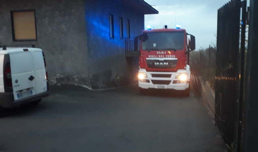 Ragalna. Un incendio danneggia 3 auto in sosta nello spazio antistante un'abitazione