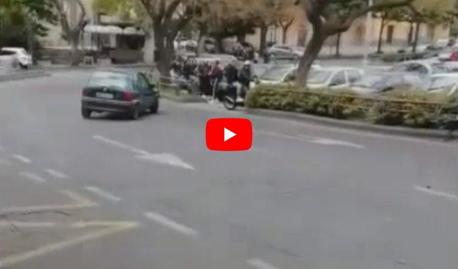 Adrano. Gimkana in piazza Sant'Agostino, pedoni terrorizzati (VIDEO)