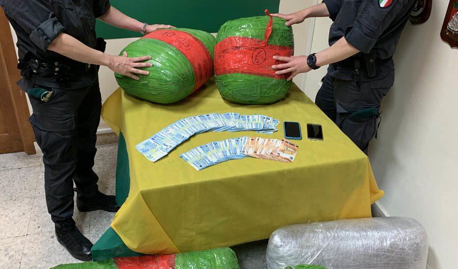 Misterbianco. Arrestato corriere della droga: deteneva 136 chili di marijuana nel garage di casa