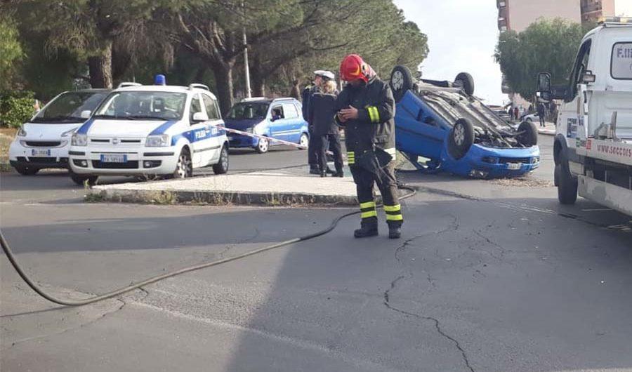 Paternò. Incidente nei pressi della rotonda di corso Italia-via Convento