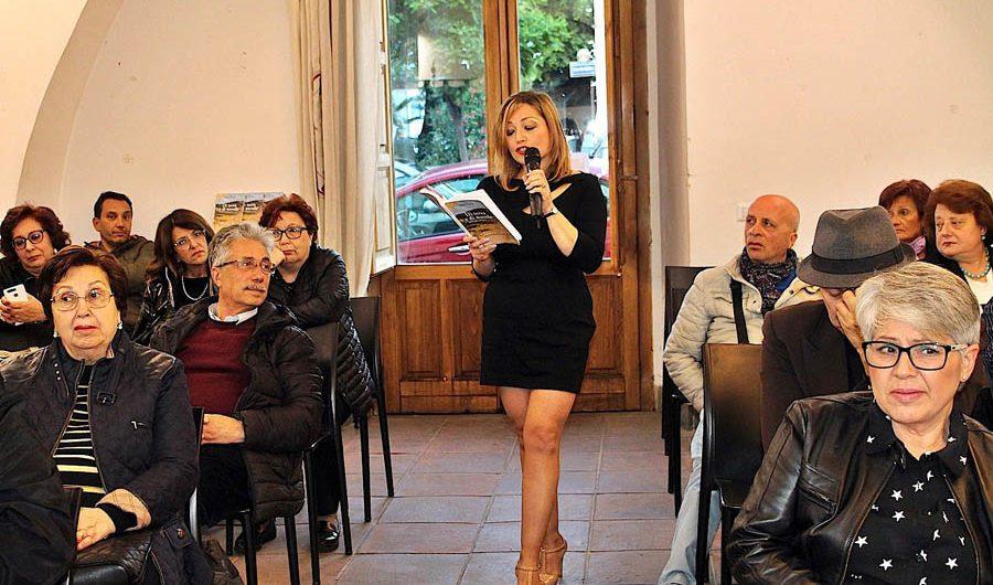 """Paternò. Presentato """"Di Terra e di Nuvole"""", il libro d'esordio di Irene Varveri Nicoletti"""