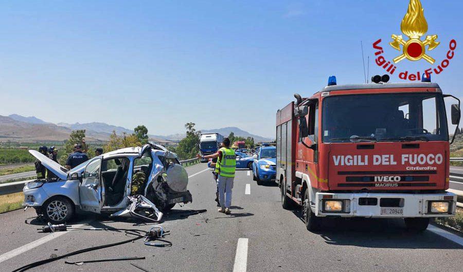 A19 Catania-Palermo: terribile incidente fra Catenanuova e Paternò, morta una donna